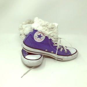 Good used condition faux fur purple Converse